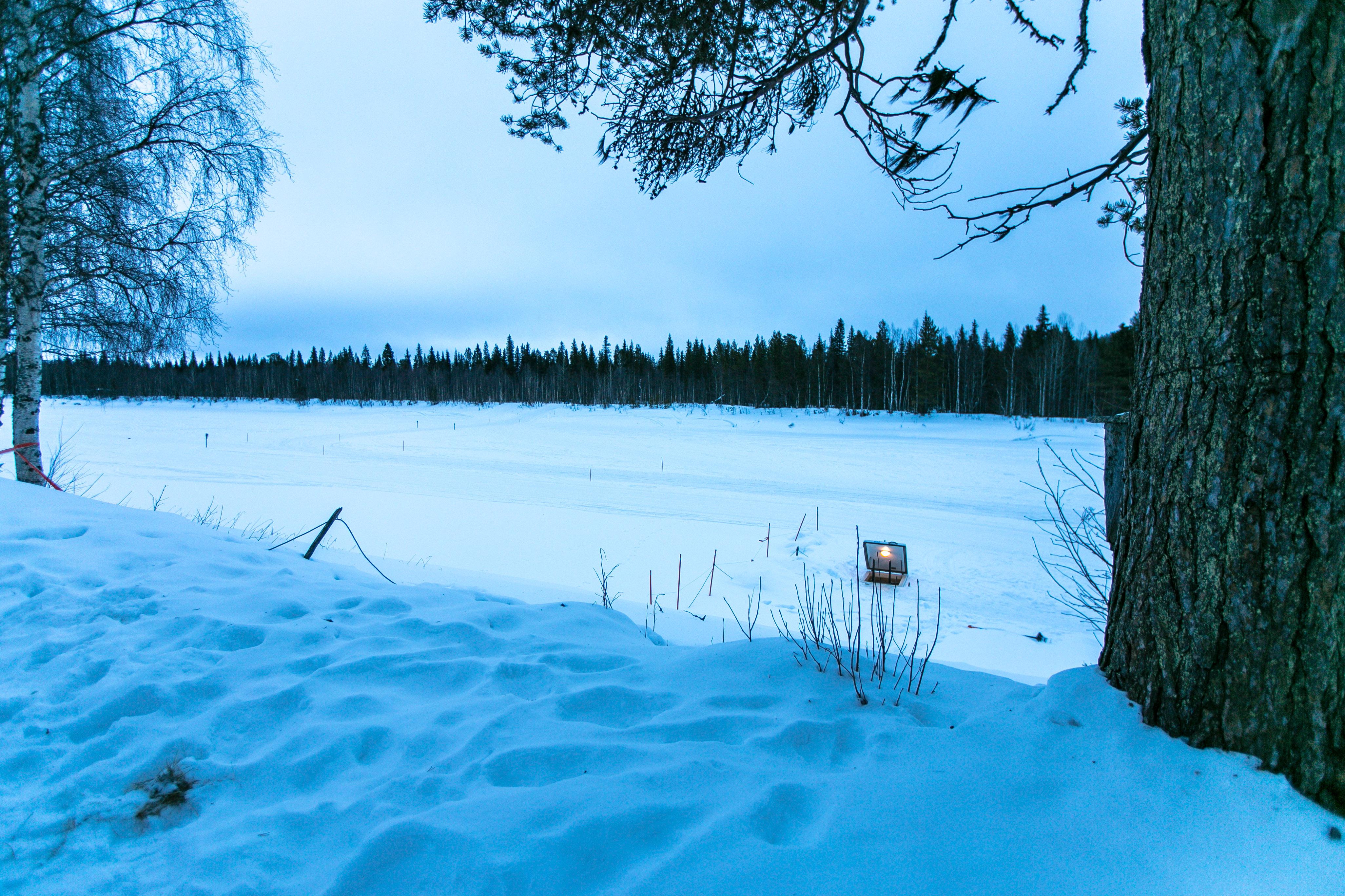 Eisbaden in Levi, Lappland, Finnland, Winterurlaub