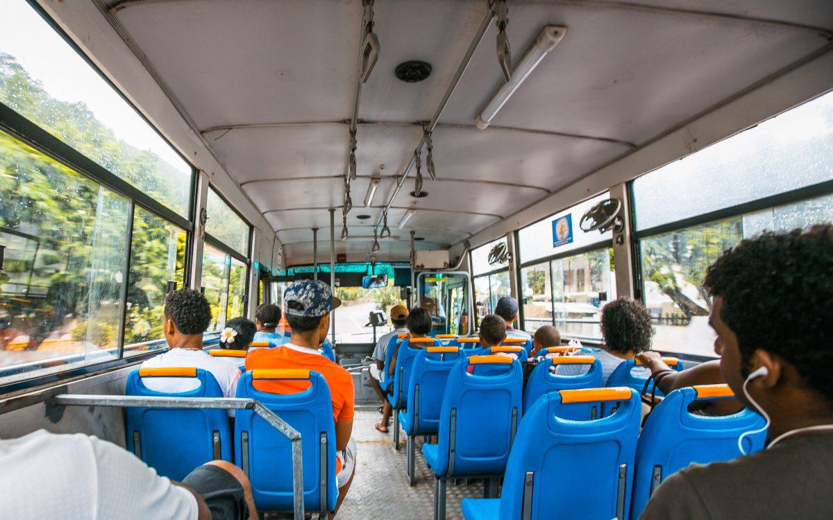 Bus fahren auf den Seychellen