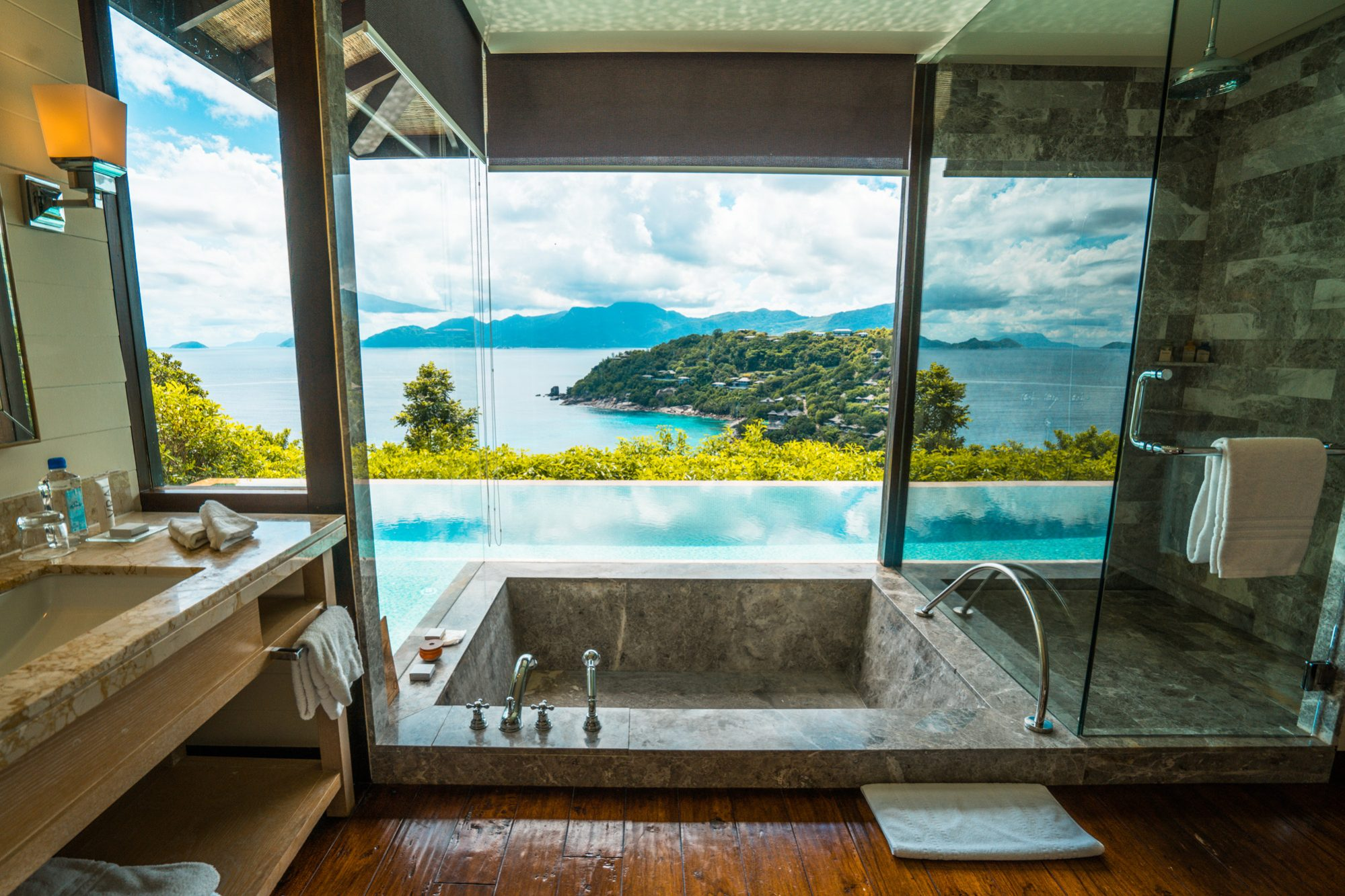 four seasons resort seychellen mahe, badezimmer