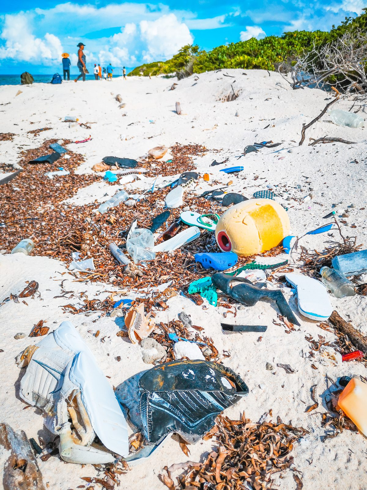 Astove, Beach Clean Up, Outer Islands, Seychellen